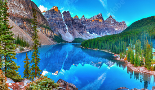 Moraine lake sunrise Canvas-taulu