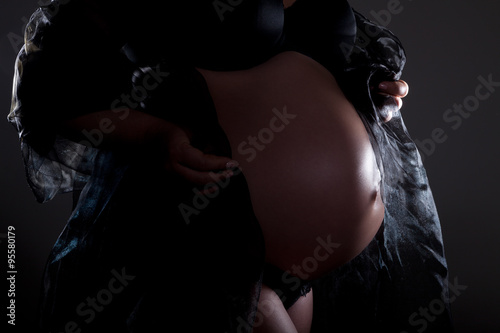 Fototapeta Baby Bauch im 9. Monat obraz na płótnie