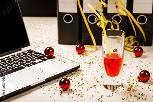 Alkohol Weihnachtsfeier.Weihnachtsfeier Betriebsfeier Betriebliche Weihnachtsfeier
