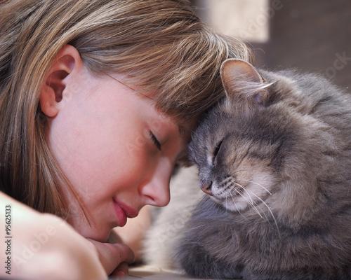 Foto  Кот и девочка нос к носу