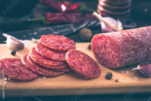 Valokuva Sliced salami on cutting board