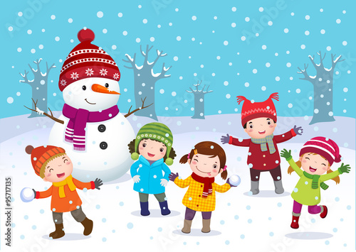 Photo  Kids playing outdoors in winter