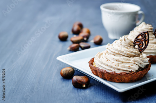 Valokuva  chocolate tartlet with chestnut cream frosting