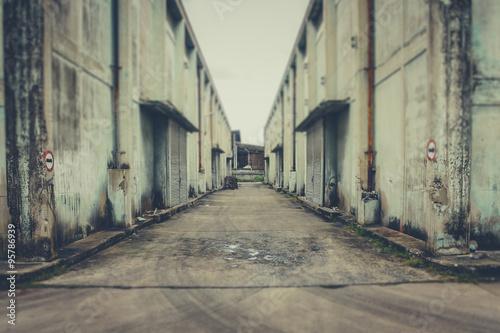Tuinposter Oude verlaten gebouwen warehouse an abandoned