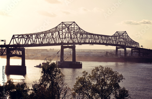 Papiers peints Pont Bridge on Mississippi River in Baton Rouge