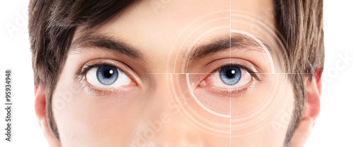 Fotografía  Closeup of blue eyes from a young man red and irritated eye with