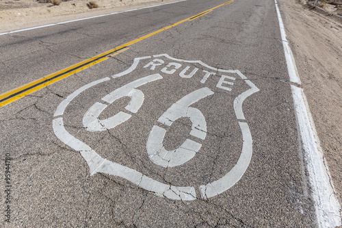 Keuken foto achterwand Route 66 Route 66 Sign on Broken Pavement