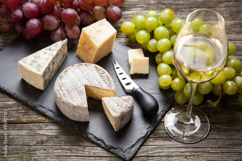 Foto  Wine and cheese