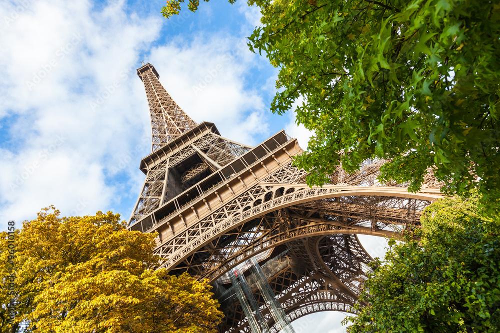 Photo  Tour Eiffel in Paris, low angle view