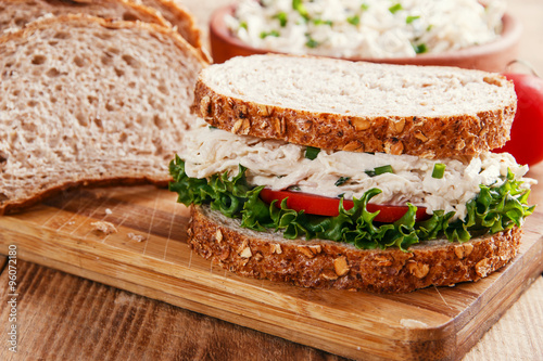 Staande foto Snack sandwich with chicken salad tomato
