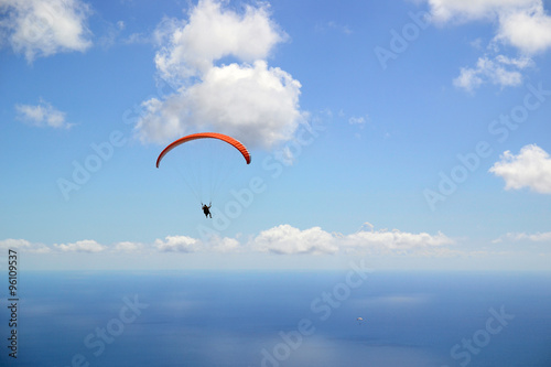 Spoed Foto op Canvas Luchtsport Paragliding with stunning views of the sea