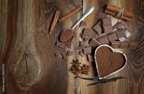 Fototapeta Czekolada na drewnianym tle obraz