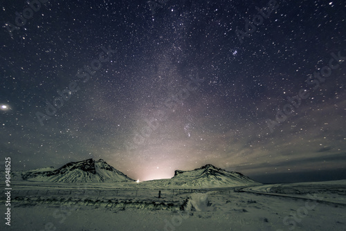 Fotografía Night sky and Milky Way in the mountains