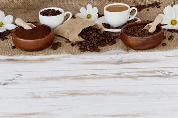 Fototapeta beżowa fototapeta do kuchni z motywem kawy i kwiatów