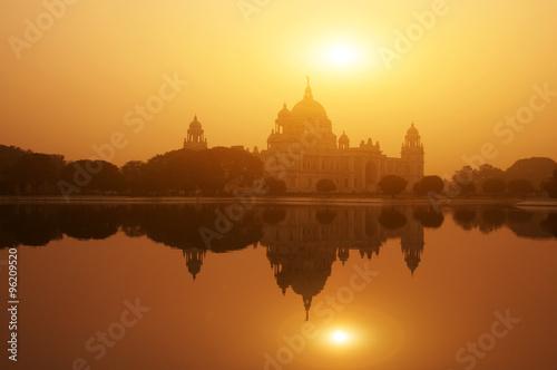 Stickers pour porte Delhi Victoria Memorial lake reflection in sunset
