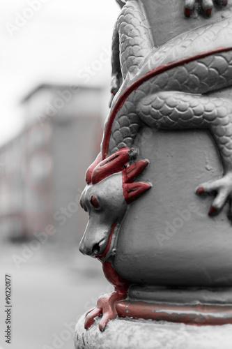 Deurstickers Stierenvechten Dragon on lamppost in Chinatown