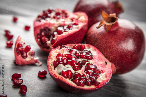 Montage in der Fensternische Fruchte Red juice pomegranate