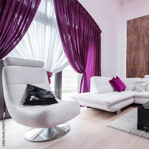 Spoed Foto op Canvas Violet Designed sofa and chair