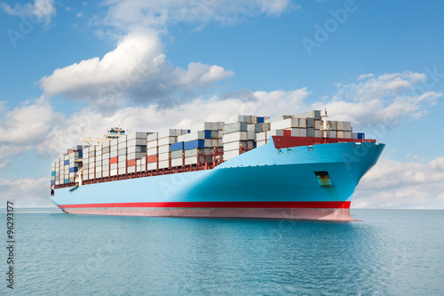 Fotografia  Container carrier is at sea