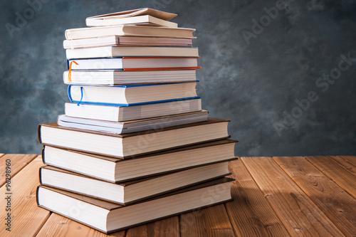 Fotografie, Tablou  読書 たくさんの本が積み重なっている様子