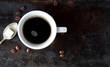 Kaffee mit Würfelzucker auf Löffel