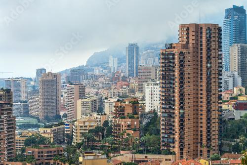 Blick auf die Stadt Monaco bei Wolken verhangenem Himmel #96317334