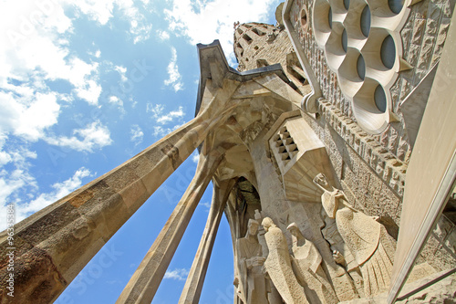 Papiers peints Barcelona BARCELONA, CATALONIA, SPAIN - AUGUST 29, 2008: Passion facade of Sagrada Familia Temple, Barcelona,Catalonia, Spain
