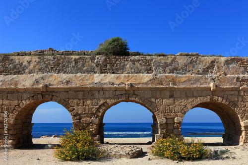Poster Ruine Caesarea aqueduct, Israel.