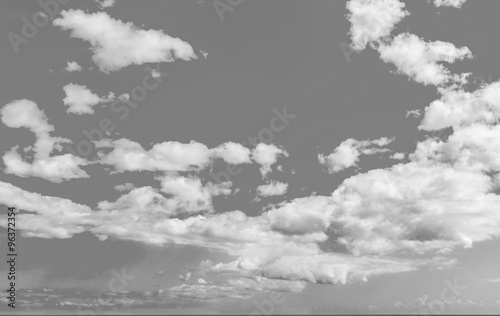 czarno-biale-niebo-i-chmury
