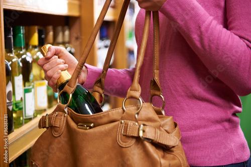 Woman Stealing Bottle Of Wine From Supermarket Tapéta, Fotótapéta