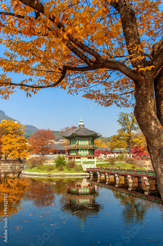 Keuken foto achterwand Seoel Gyeongbokgung Palace in autumn,South Korea.