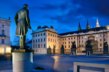 President T. G. Masayk Statue, Hradcanske Square, Prague Castle With St. Vitus Cathedral, Prague (UNESCO), Czech Republic, Europe