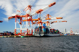 横浜港のガントリークレーン