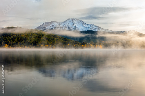 Aluminium Prints Beautiful Mount Shasta and Siskiyou Lake