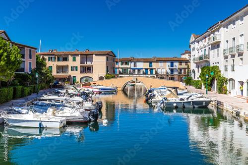 Foto op Aluminium Stad aan het water Colorful Houses And Boats In Port Grimaud-France