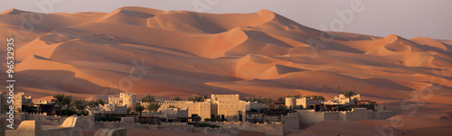 Poster de jardin Desert de sable Blockhouse in a dune's desert