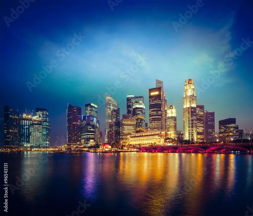 Tuinposter Singapore Singapore skyline in evening