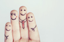 Dedos Felices Formando Una Familia