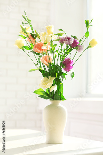 Beautiful Spring Flowers In Vase On Window Background Kaufen Sie