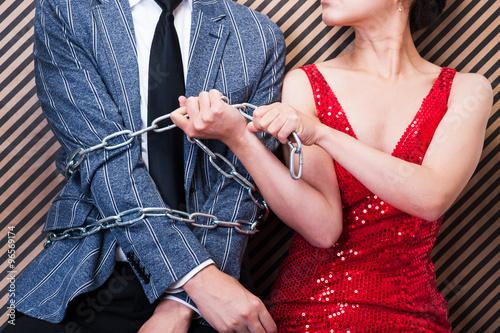Fotografia  鎖と男女,束縛される男性