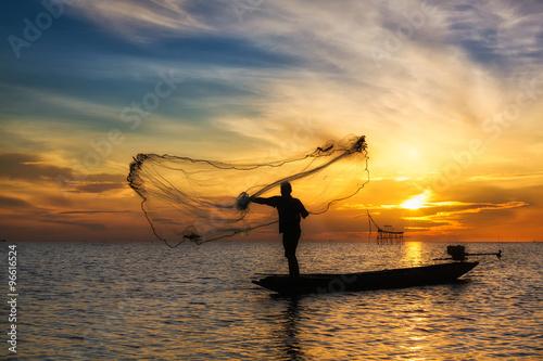 Poster Marron chocolat Fisherman of Pakpra Lake in action when fishing, Thailand
