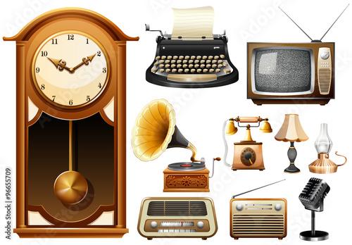 Fotografía  Many kind of antique electornic devices