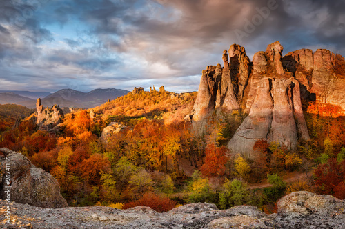 Fotobehang Donkergrijs Belogradchik rocks. Magnificent morning view of the Belogradchik rocks in Bulgaria, lit by the autumn sun.