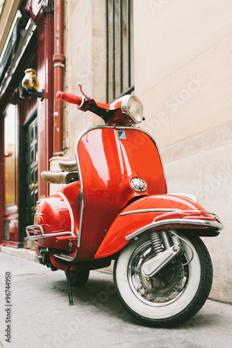 Autocollant pour porte Scooter Red retro scooter on the european street