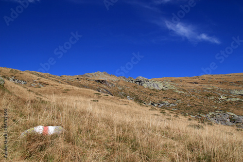 Foto op Plexiglas Donkerblauw Beautiful landscape scene with meadow in the mountains