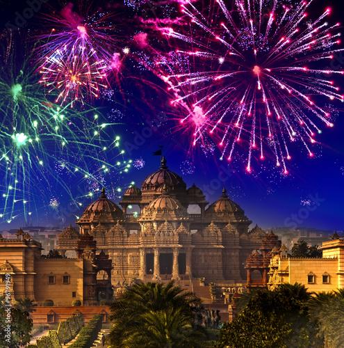 Stickers pour portes Delhi Festive firework over temple Akshardham, India. Delhi...
