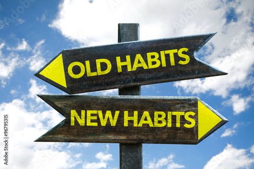 Fotografia  Old Habits - New Habits signpost with sky background