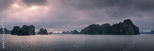 Fotografia  Panorama of Ha Long Bay in Vietnam