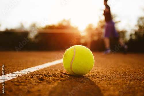 Stampa su Tela Silhouette of player on a tennis court
