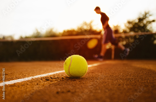 Photo  Tennis ball and silhouette of player